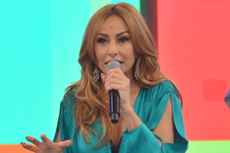 A apresentadora da Record, Sabrina Sato, substituirá Geraldo Luís - Foto: Reprodução