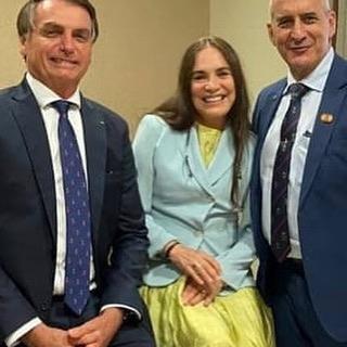 Regina Duarte fez publicação ao lado de Jair Bolsonaro (Foto: Reprodução/Instagram)