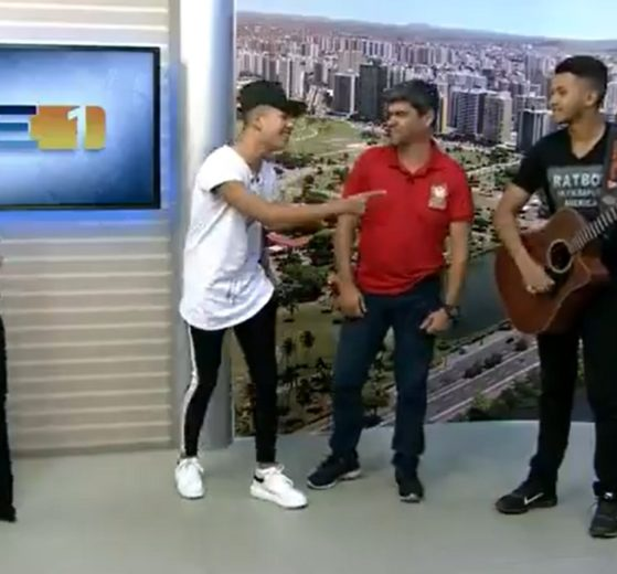 Priscilla Bittencourt arriscou passos da música Cracudo ao vivo na Globo (foto: reprodução/TV Sergipe)