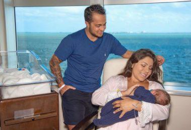 A esposa do famoso ex-ator da Globo, Thammy Miranda, Andressa Ferreira fez os seus fãs transbordarem de alegria ao falar expor amamentação (foto: Divulgação)