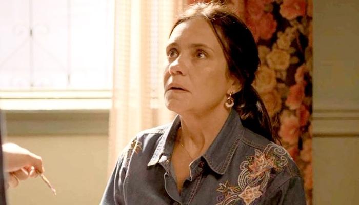 Thelma (Adriana Esteves) será desmascarada após armar contra o filho em Amor de Mãe (Foto: Reprodução/Globo)