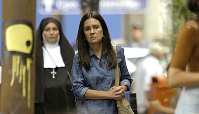 Adriana Esteves interpreta Thelma em Amor de Mãe (Foto: Reprodução/Globo)