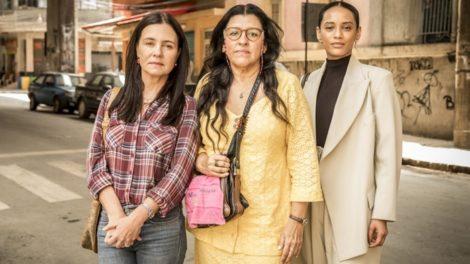 Adriana Esteves (Thelma), Regina Casé (Lurdes) e Taís Araújo (Vitória) em Amor de Mãe (Foto: Globo/João Cotta)
