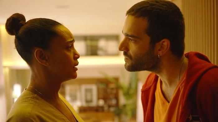 Vitória (Taís Araújo) será rejeitada por Sandro (Humberto Carrão) em Amor de Mãe (Foto: Divulgação/Globo)