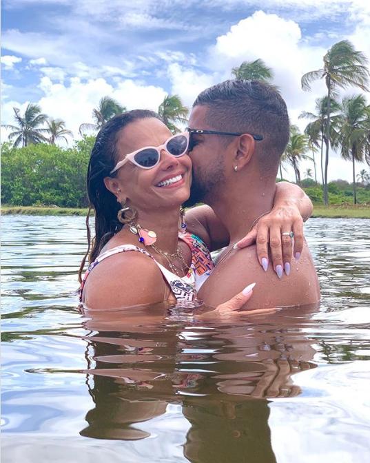 Viviane e seu novo namorado (Foto: Reprodução/ Instagram)