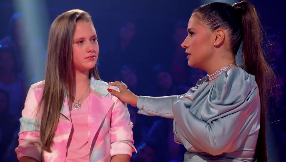 Simone incentiva a pequena Laura a continuar na música no The Voice Kids —(Foto: Globo)