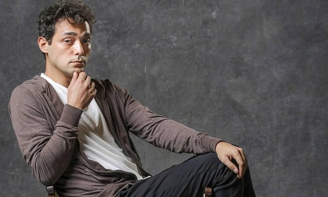 Eduardo Sterblitch interpreta o Zeca em Éramos [Seis Foto: / Paulo Belote]