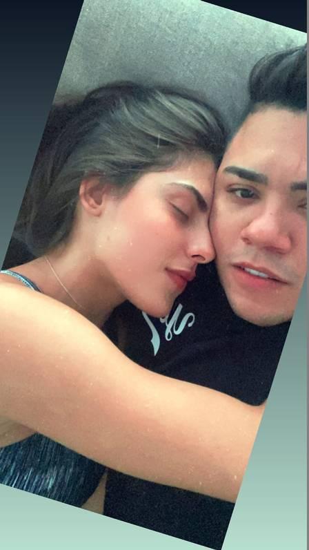 Felipe Araújo e a modelo Estella Defant, sua nova affair (Foto: Reprodução/ Instagram)