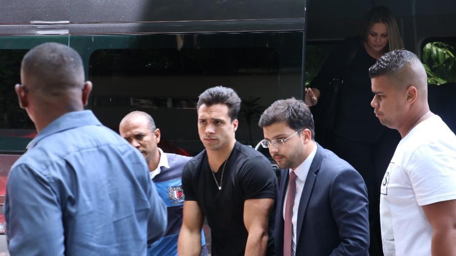 Escândalo! Petrix do BBB20 chega a delegacia para depor após acusação de assédio; veja fotos