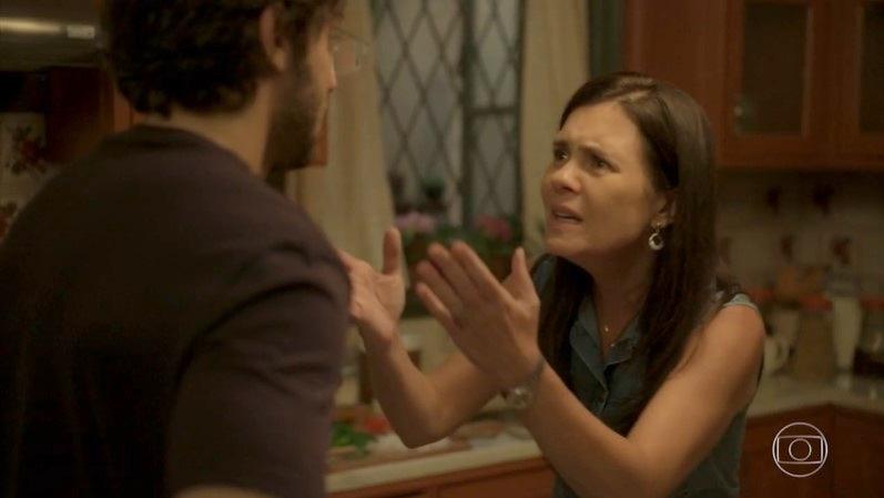 Thelma (Adriana Esteves) enganará Danilo com falsa mãe em Amor de Mãe (Foto: Reprodução/Globo)