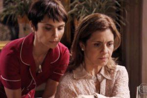 Débora Falabella (Nina) e Adriana Esteves (Carminha) em cena de Avenida Brasil, que bateu recorde de audiência (Foto: Reprodução/Globo)