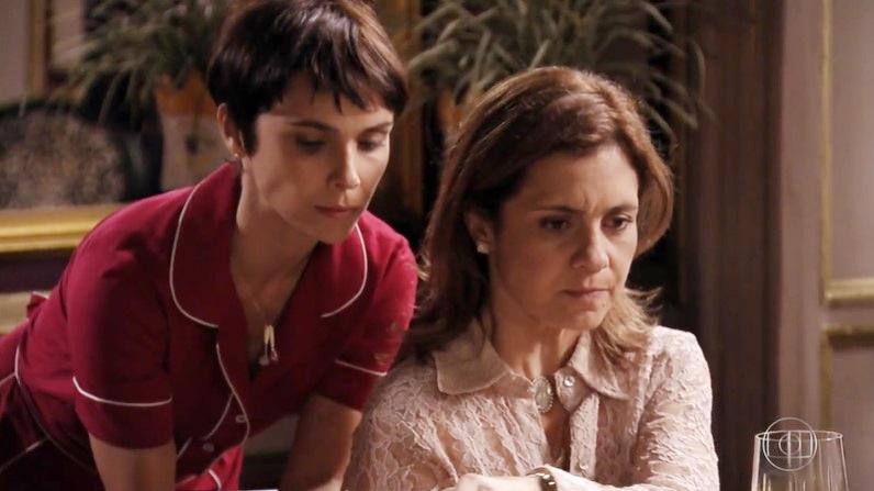 Débora Falabella (Nina) e Adriana Esteves (Carminha) em cena de Avenida Brasil (Foto: Reprodução/Globo)