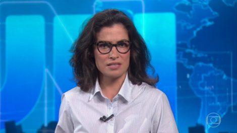 Renata Vasconcellos aparece um tanto quanto descabelada no ar (Foto: reprodução)
