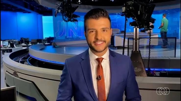 Matheus Ribeiro é um dos apresentadores do Jornal Nacional (foto: reprodução/TV Anhanguera)