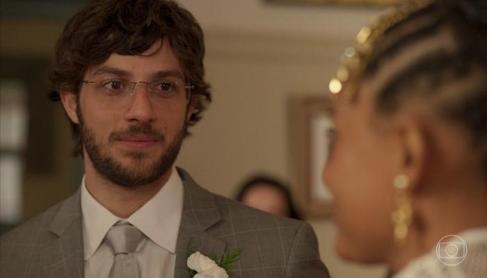 Chay Suede (Danilo) em cena de Amor de Mãe, que teve melhor audiência desde a estreia (Foto: Reprodução/Globo)