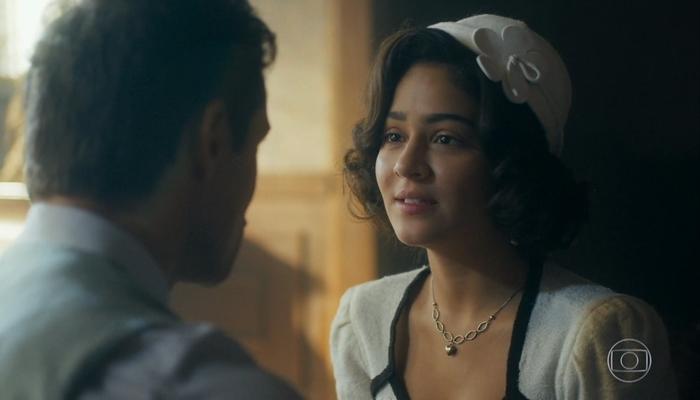 Isabel (Giullia Buscacio) enganará Lola e fará sexo com homem casado em Éramos Seis (Foto: Reprodução/Globo)