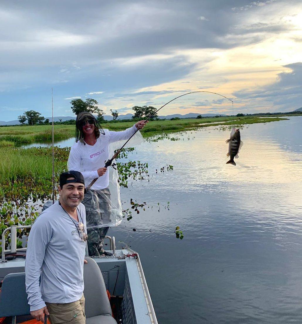 Graciele Lacerda posou direto do Pantanal na companhia de Zezé Di Camargo (Reprodução)