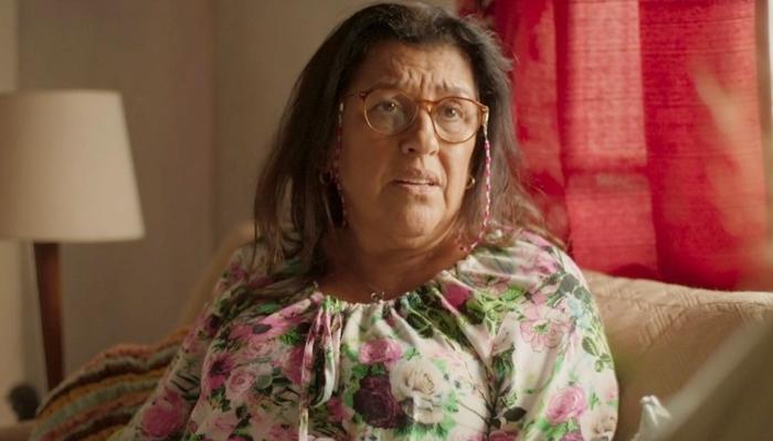 Lurdes (Regina Casé) descobrirá farsa sobre Domênico em Amor de Mãe (Foto: Reprodução/Globo)