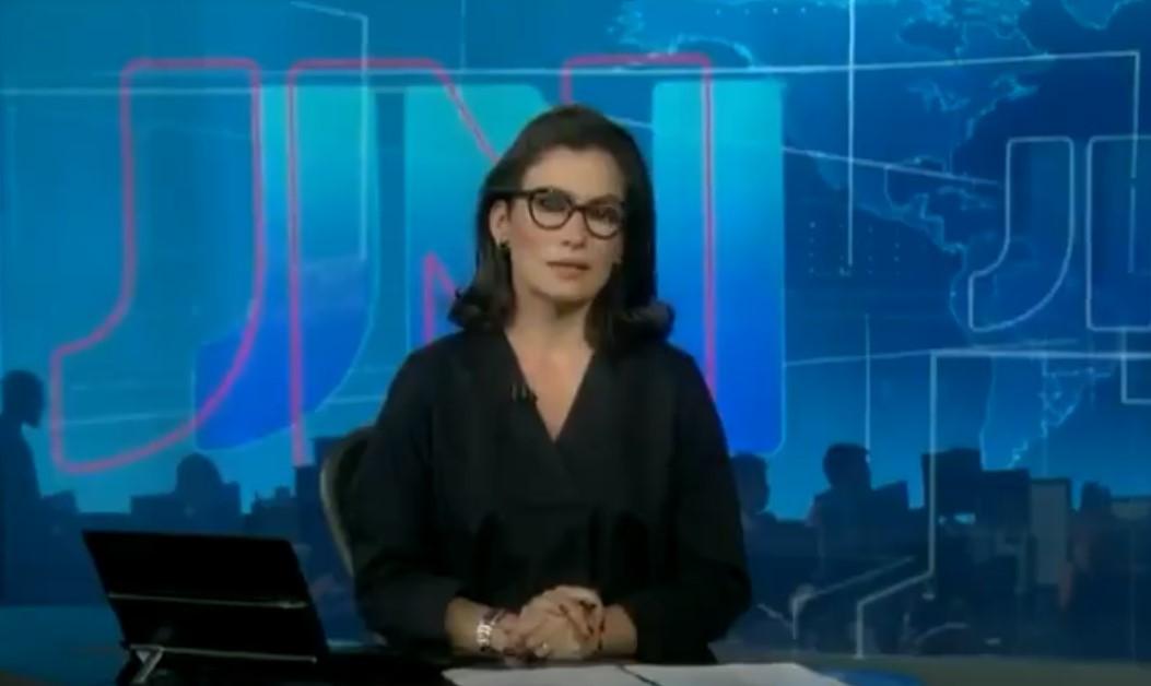 A jornalista Renata Vasconcellos dando notícia no Jornal Nacional - Foto: Reprodução