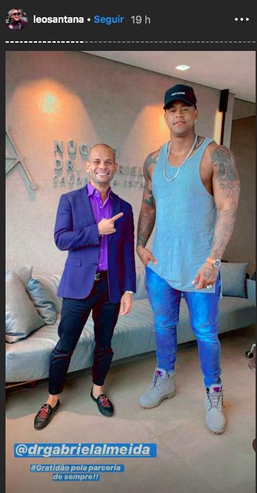 Diferença de tamanho entre Léo Santana e médico rouba atenção de internautas (Foto: Reprodução/Instagram)