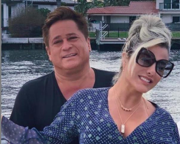A esposa do famoso cantor sertanejo, Leonardo, Poliana Rocha deixou os seus seguidores de queixo caído ao aparecer só de biquíni nas redes sociais (Foto: Reprodução/Instagram)