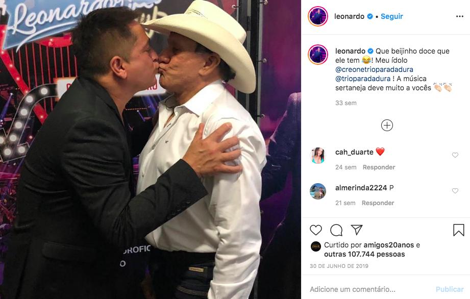 Leonardo e Creone se beijam - Foto: Reprodução/Instagram -