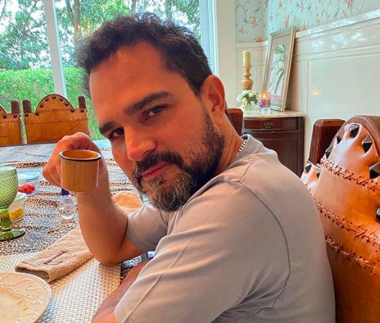 O irmão do famoso cantor sertanejo, Zezé Di Camargo, Luciano Camargo voltou a se tornar um dos assuntos mais comentados na mídia após compartilhar um desabafo falando sobre o estado de saúde de seu pai, Francisco (Foto: Reprodução/Instagram)
