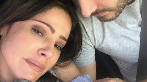 Carina Pereira chora ao lado de seu companheiro (foto: reprodução/Instagram)