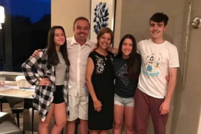 O falecido apresentadora da emissora de Edir Macedo, ao lado da mãe de sues herdeiros, Rose Miriam e seus filhos : João Augusto Liberato, Marina Liberato, Sofia Liberato