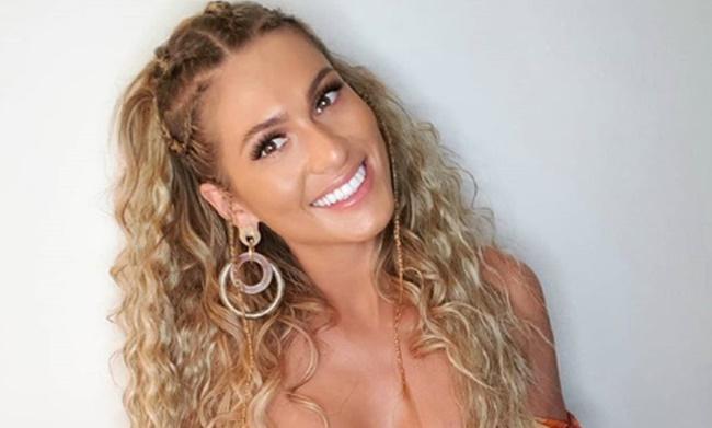 Lívia Andrade é Rainha de Bateria da escola de samba Paraíso do Tuiuti no Carnaval 2020 (Foto: Reprodução)