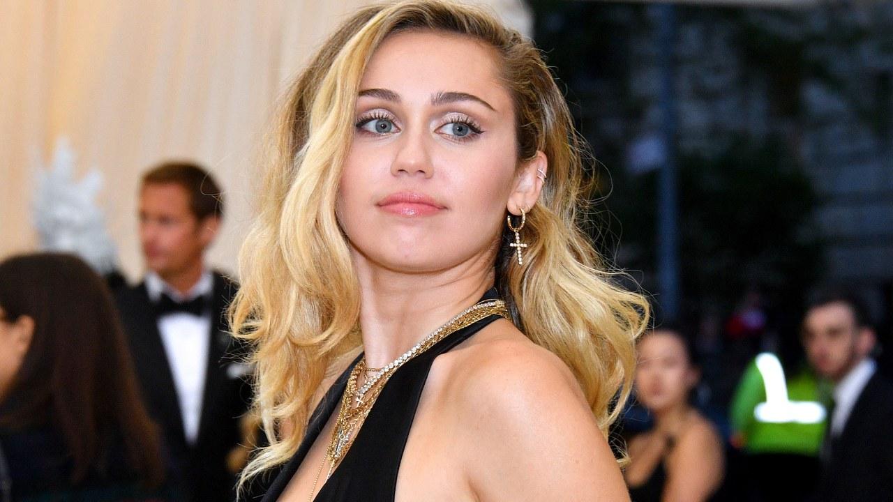 """Miley Cyrus deixa mamilo à mostra em foto e afirma: """"Instagram vai remover em breve"""" (Foto: Reprodução)"""