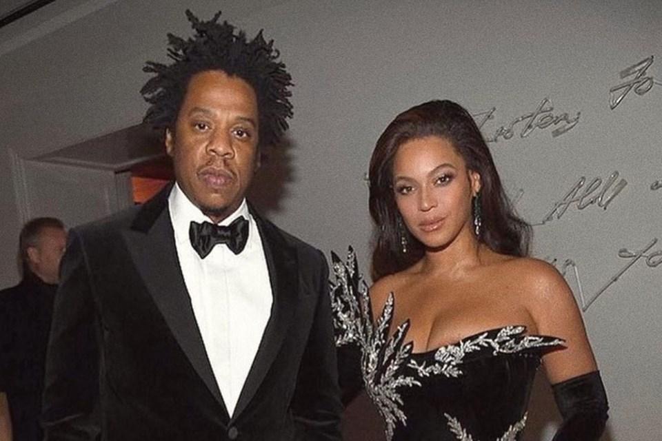 Jay-Z explica os motivos para ele e Beyoncé terem ficado sentados durante hino nacional no Super Bowl (Foto: Reprodução)