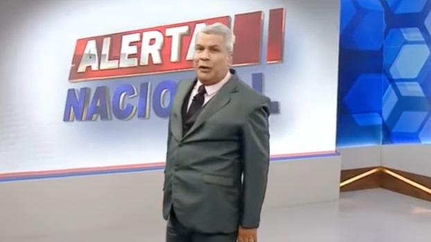 Sikêra Jr. é apresentador do Alerta Nacional, fenômeno nas redes sociais (foto: reprodução/RedeTV!)