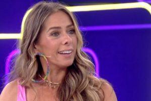 Adriane Galisteu ia apresentar o Power Couple (Foto: Reprodução/TV Globo)