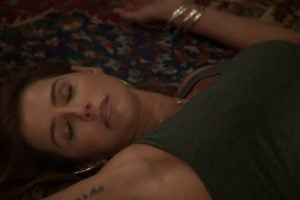 Alexia cai desmaiada na novela Salve-se Quem Puder - Foto: Reprodução