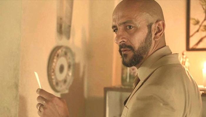 Álvaro (Irandhir Santos) descobre que Betina (Isis Valverde) é sua irmã em Amor de Mãe (Foto: Reprodução/Globo)