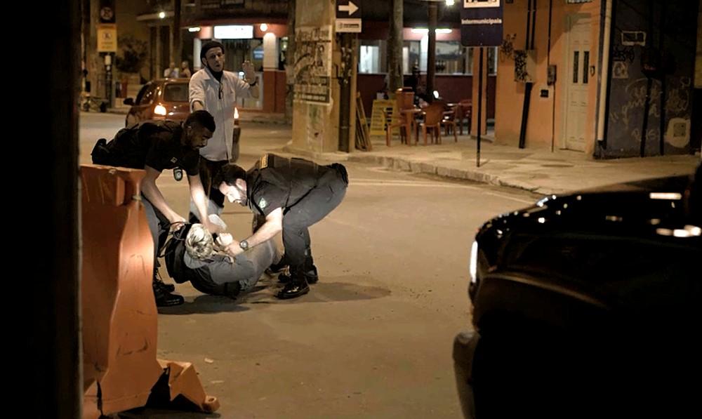 Amanda é presa na novela das 21h, Amor de Mãe - Foto: Divulgação