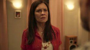 Thelma (Adriana Esteves) será chantageada após armar farsa para o filho em Amor de Mãe (Foto: Reprodução/Globo)