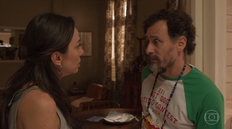 Natália e Durval discutem em cena de Amor de Mãe