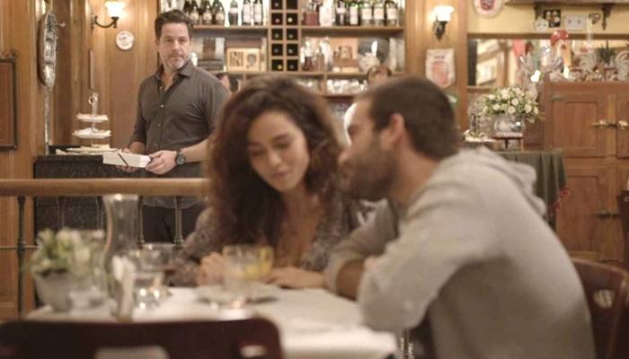 Raul (Murilo Benício) dá flagra em Sandro (Humberto Carrão) e Érica (Nanda Costa) em Amor de Mãe (Foto: Reprodução/Globo)