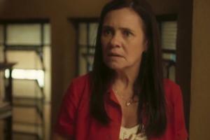 Thelma (Adriana Esteves) vai matar após ser desmascarada em Amor de Mãe, novela das nove da Globo (Foto: Reprodução/Globo)