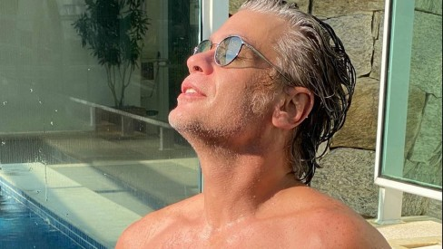 Fábio Assunção resolveu colocar o corpão para jogo em fotos sem camisa