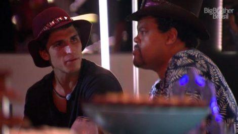 Babu e Felipe discutem sobre o BBB20 (Foto: Reprodução)