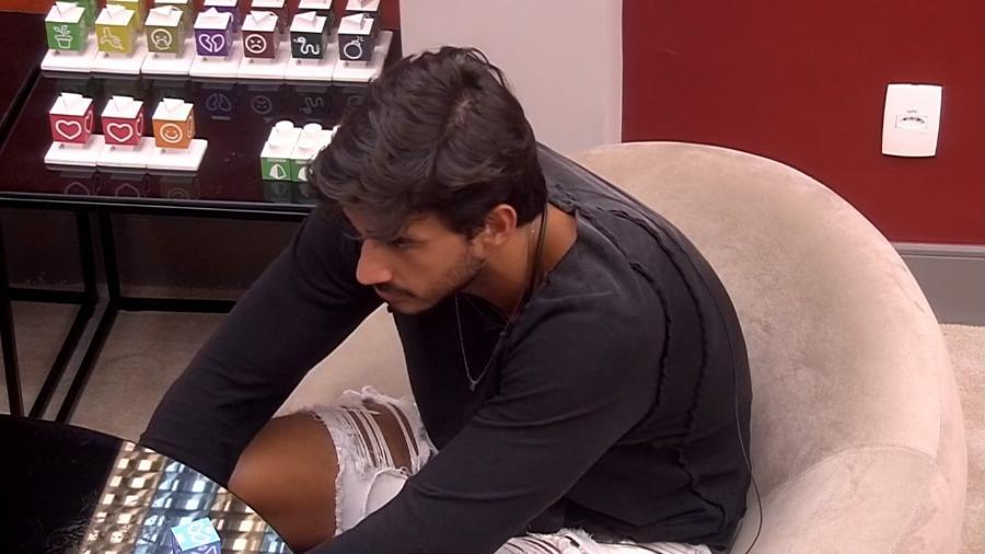 Guilherme abriu o jogo e falou sobre seus sentimento com Gabi (Foto: Reprodução/ GloboPlay)