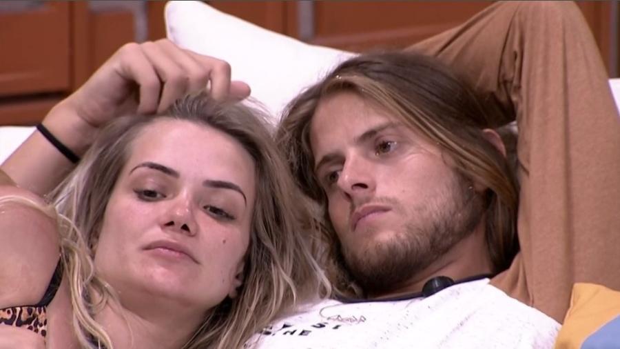 Marcela e Daniel conversaram sobre o beijo (Foto: Reprodução)