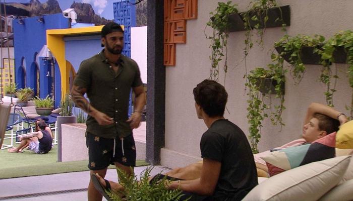 Hadson durante conversa com Felipe e Lucas no BBB20 (Foto: Reprodução/BBB)