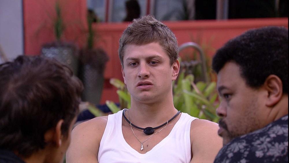 Lucas Gallina no BBB20. Brother conversou com Babu e Felipe. (Foto: Reprodução)