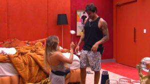 BBB20: Gabi pede Guilherme em namoro após a festa (Foto: reprodução/Globoplay)