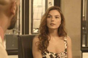 Betina (Isis Valverde) vai ferrar a vida do irmão em Amor de Mãe (Foto: Reprodução/Globo)