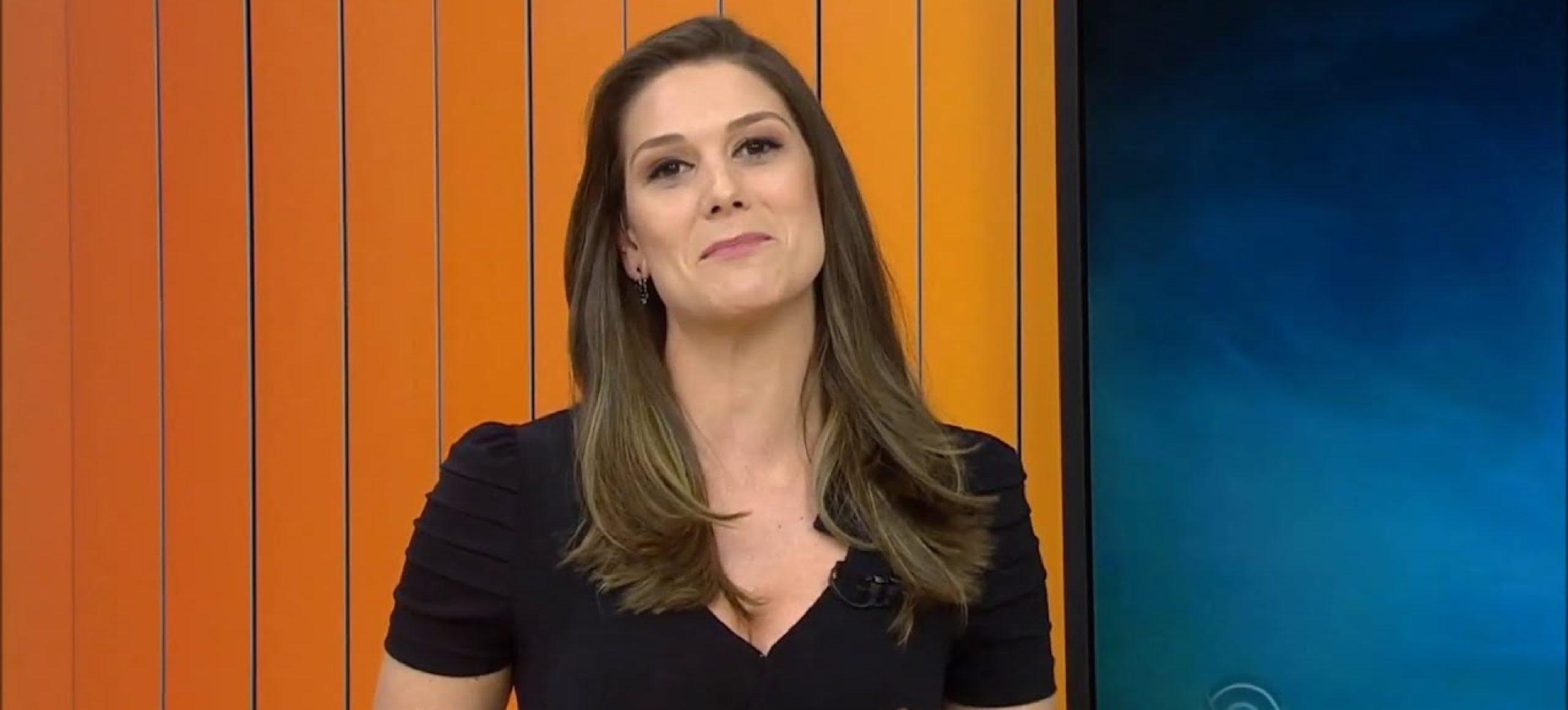A jornalista Brunna Colossi no estúdio do Jornal do Almoço (foto: reprodução/RBSTV)
